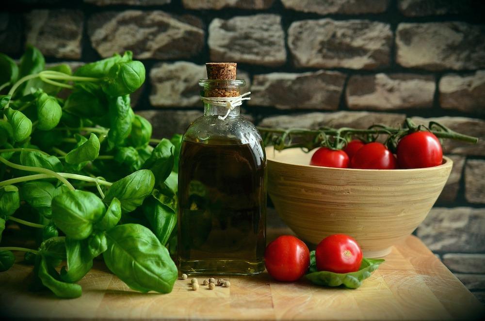 トマトジュースにオリーブオイルが最善なのか?他のオイルについてまとめてみた。